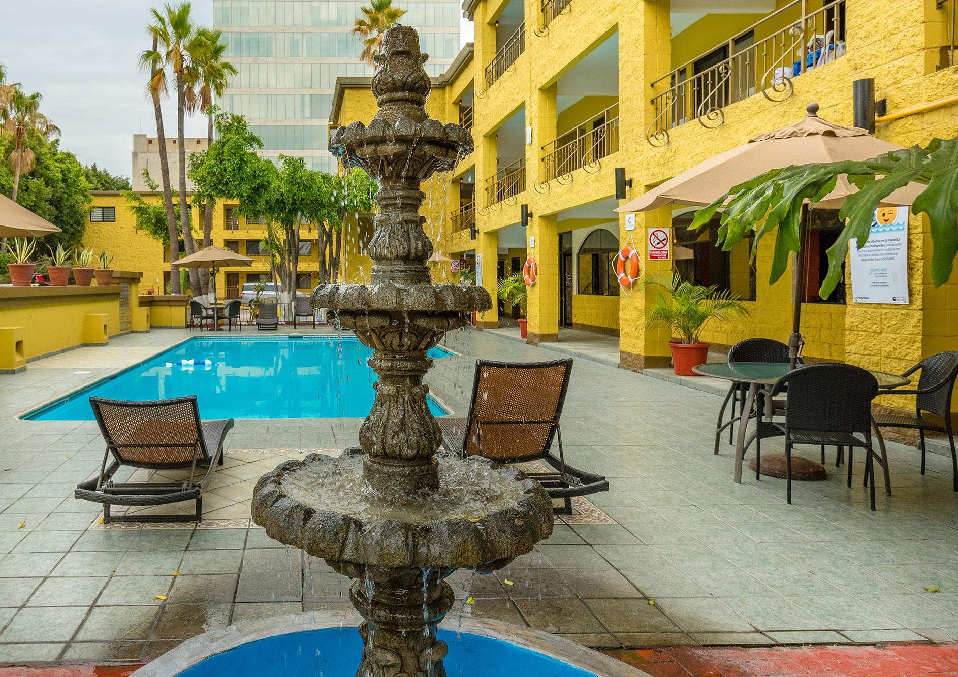 alberca hotel hacienda del rio tijuana